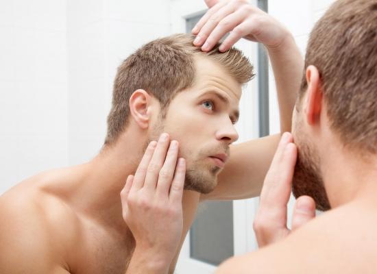 Perda de cabelo: quando percebemos a queda antes dos 25 anos de idade